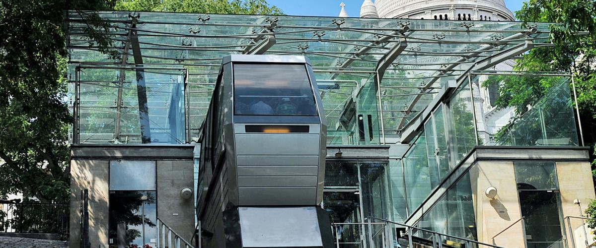 Montmartre funicular railway in mobility